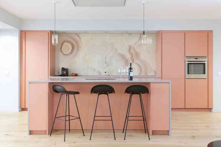 اللون الوردي الرجاني للمطبخ