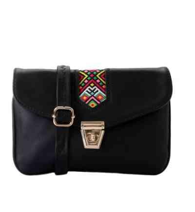 حقيبة سوداء صغيرة