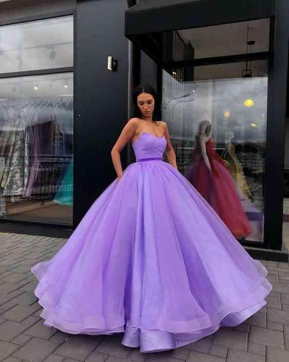 أنواع الفساتين فستان منفوش طويل موف