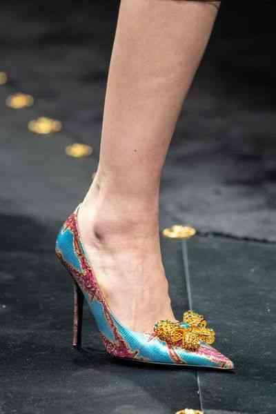 أحذية شتاء 2020 حذاء بكعب بفيونكة على الأمام