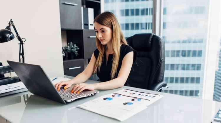 أعلى وظائف أجرا للنساء في 2020 محللة بحثية