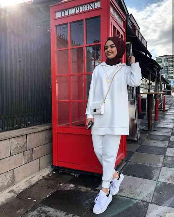 أزياء محجبات تركية باللون الأبيض