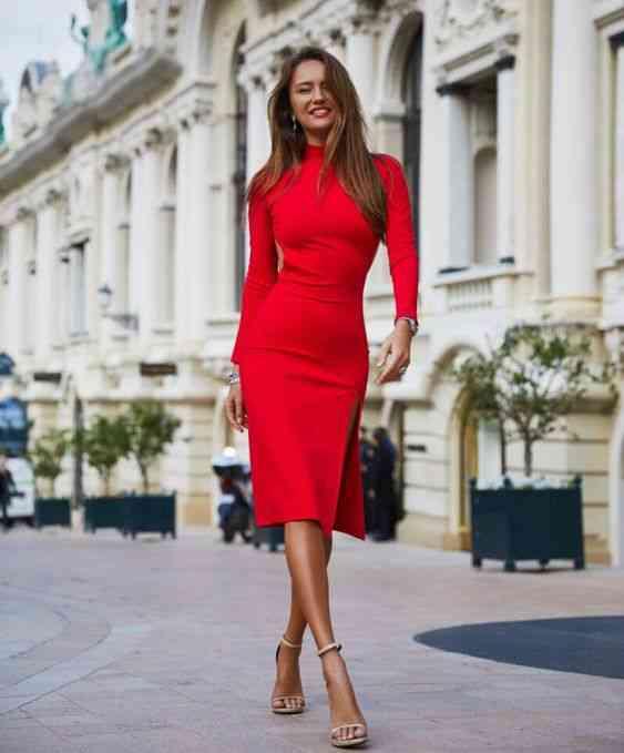 أنواع الفساتين فستان مجسم أحمر فورمال
