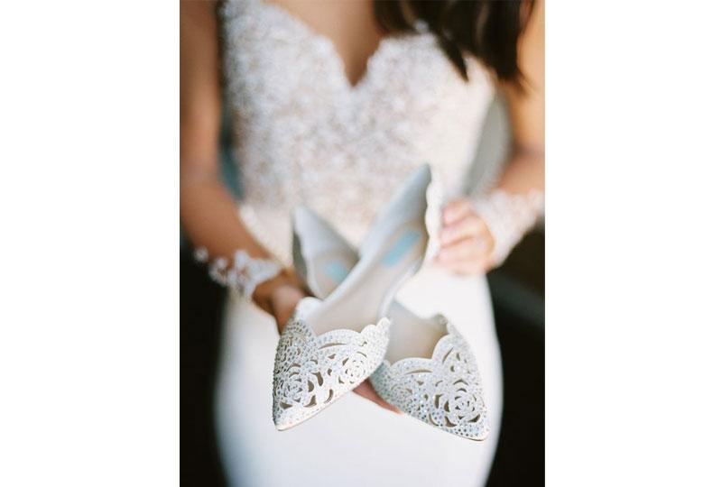 تأكدى من أن الحذاء الذي سترتديه مناسب لطول الفستان