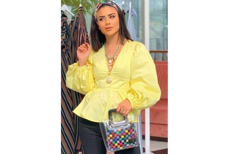 ملابس كاجوال للعيد بلوزة صفراء بأكمام واسعة
