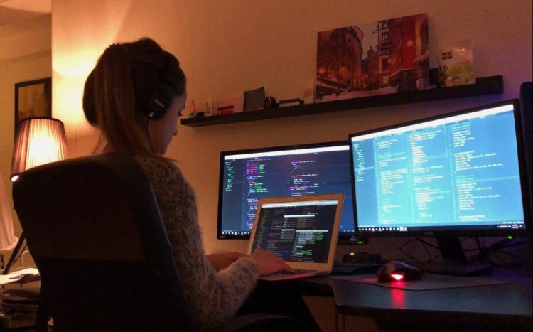 أعلى وظائف أجرا للنساء في 2020 مطورة برمجيات