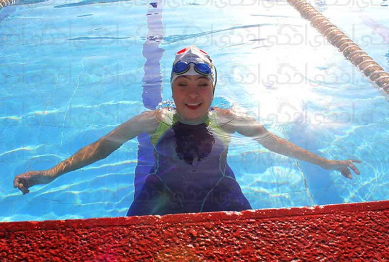بطلة السباحة رحمة خالد