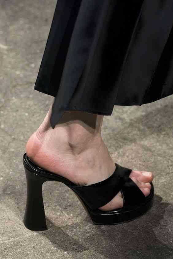 أحذية شتاء 2020 حذاء ميول بكعب عالي
