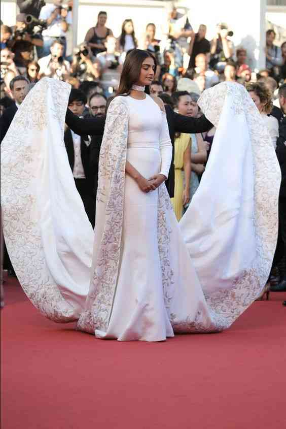 فساتين هندية للأعراس فخمة