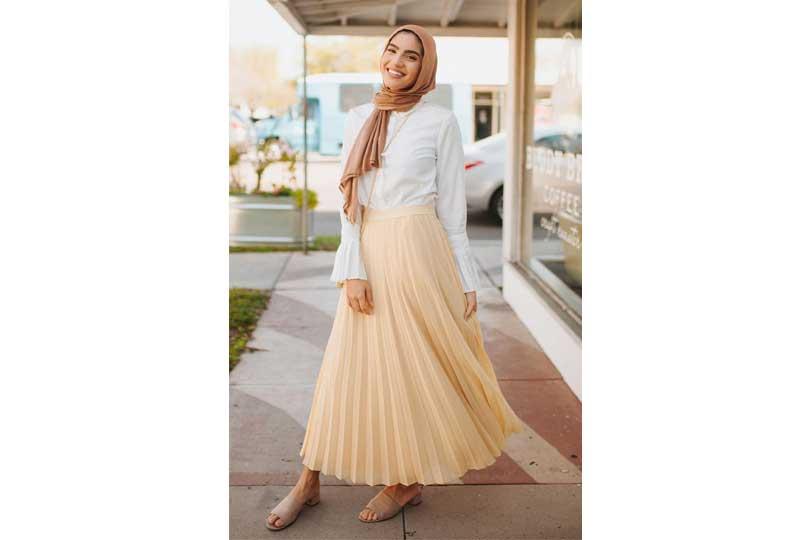 ملابس كاجوال للعيد تنورة بليسيه للمحجبات