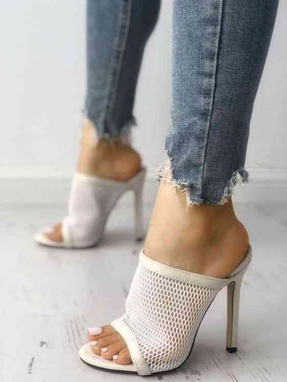 أحذية كعب عالي بيضاء