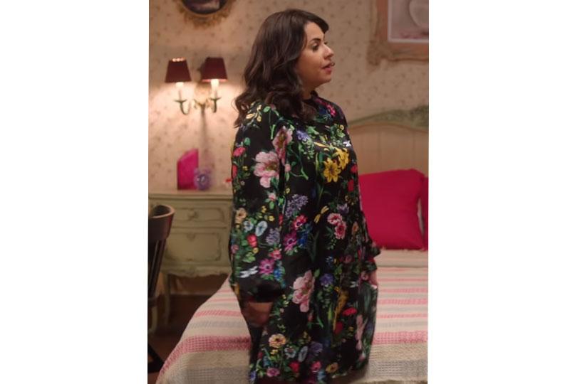 أزياء إنجي وجدان في مسلسل طلعت روحي بفستان منقوش بالزهور