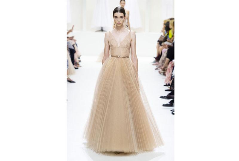 فساتين خطوبة مع حزام من عرض أزياء ديور هوت كوتور 2019
