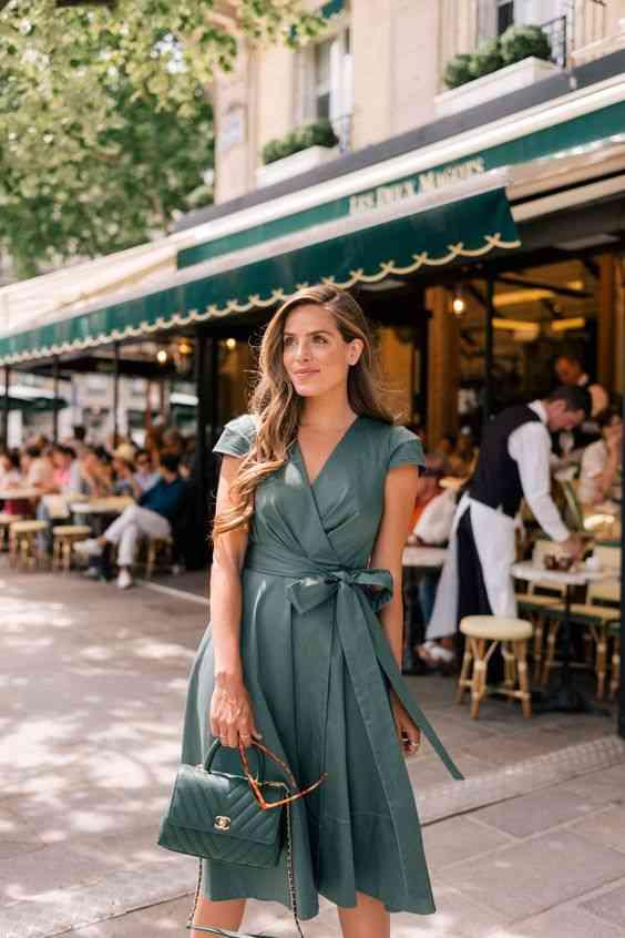 أنواع الفساتين فستان مربوط بفيونكة عند الخصر