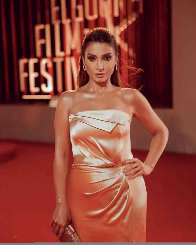 فستان روجينا من ملك العزاوي في مهرجان الجونة 2019