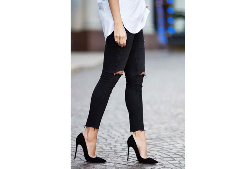 الحذاء الأسود ذو الكعب العالي من القطع الأساسية