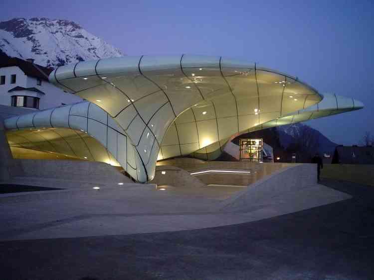 محطة قطار شتراسبورج- ألمانيا من تصميم زها حديد