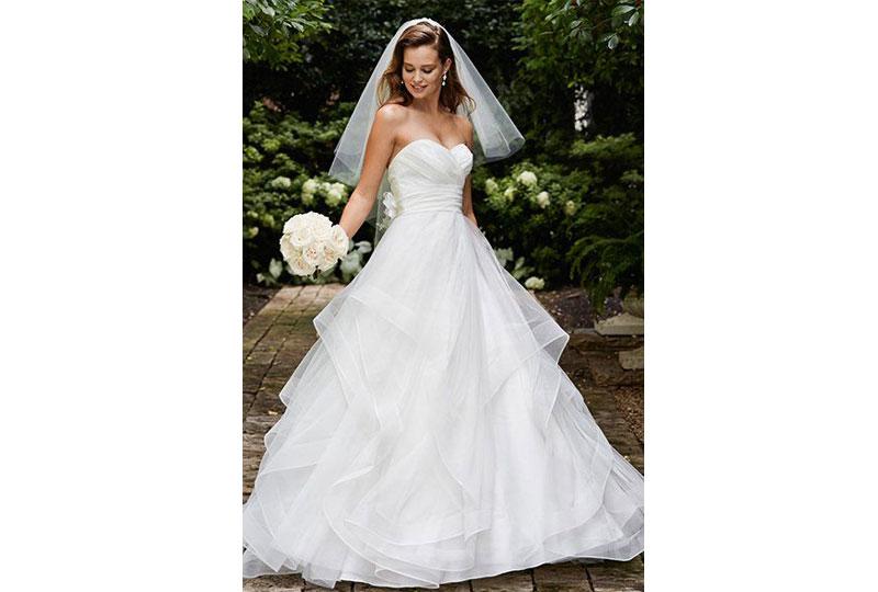 ابحثي عن ستايلات مختلفة لفساتين الزفاف