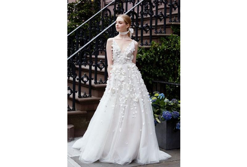 صيحة الورود لفساتين الزفاف