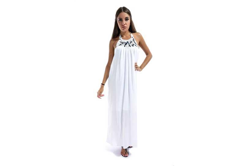 فستان طويل أبيض للبحر
