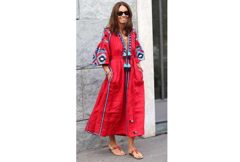 فستان أحمر طويل بنقوش بوهيمية