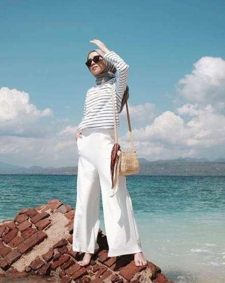 ملابس البحر بنطلون وتيشيرت بكم للمحجبات