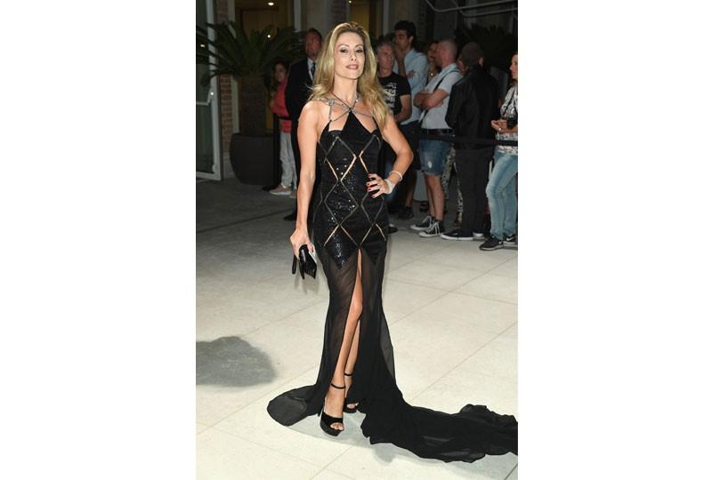 فستان أسود في مهرجان فينيسيا السينمائي 2018