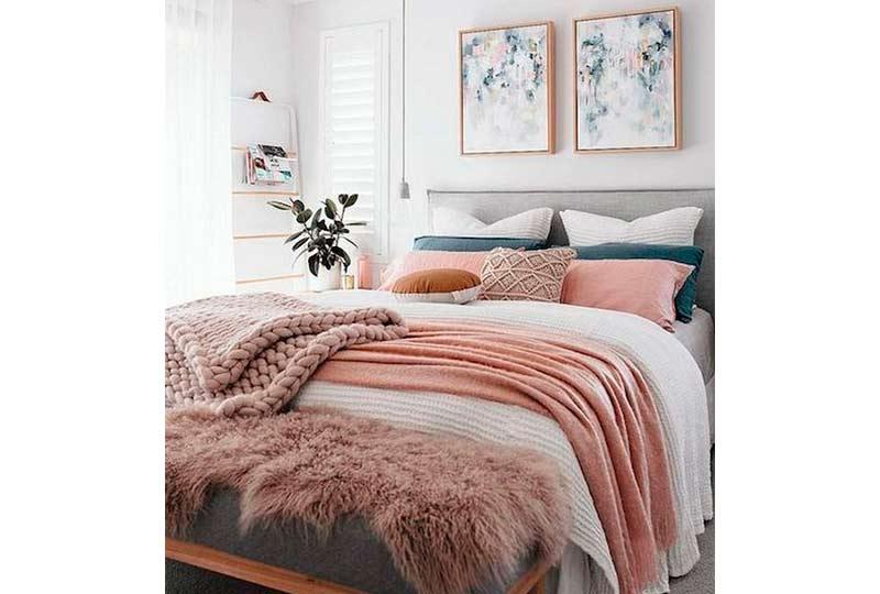 سرير منجد رمادي