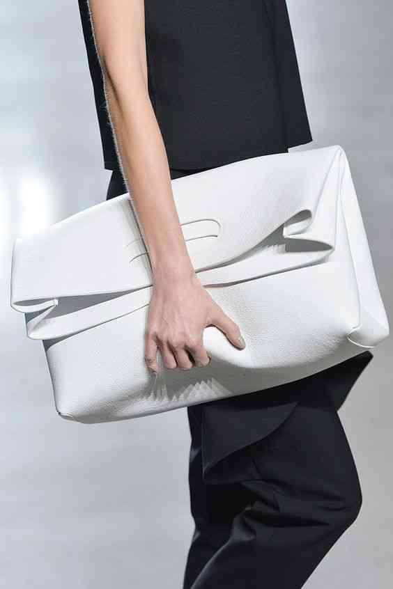 موضة صيف 2020 حقيبة كبيرة كلاتش بيضاء