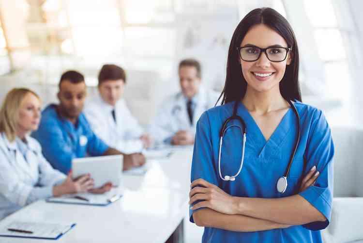 أعلى وظائف أجرا للنساء في 2020 ممرضة ممارسة