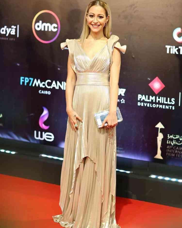 فستان منة شلبي في مهرجان القاهرة السينمائي 2019