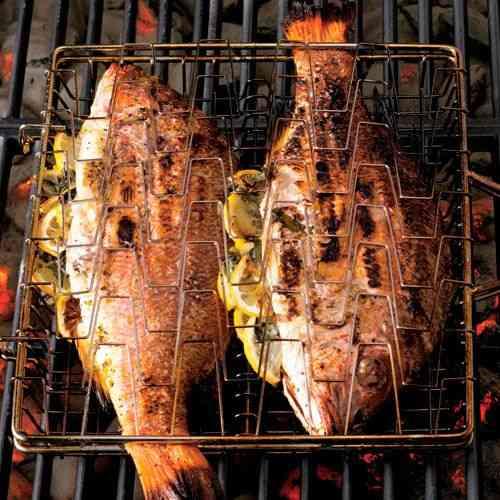 طريقة عمل السمك المشوي بالردة