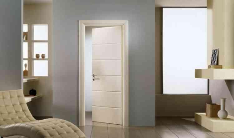 أبواب خشب ملونة