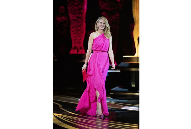 فساتين الأوسكار 2019 فستان جوليا روبرتس