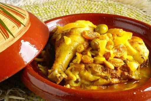 طاجين مغربي بالدجاج والزيتون