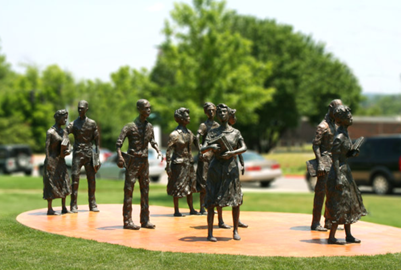 تماثيل طلاب مدرسة ليتل روك التسعة
