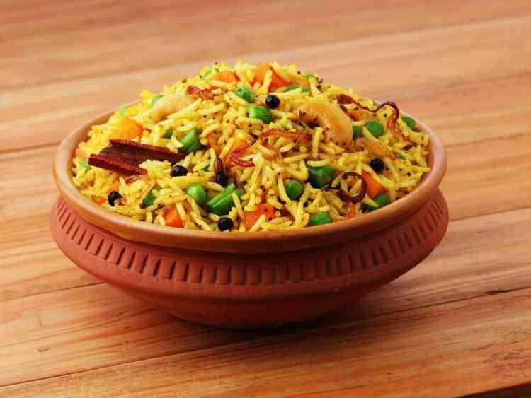 طريقة عمل الأرز البسمتي بالخضروات والفراخ