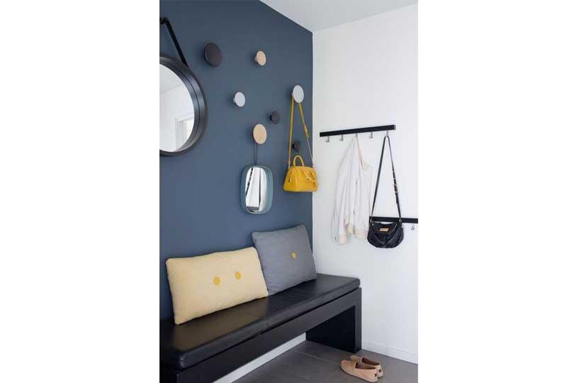 أفكار لترتيب البيت بشماعات منفصلة على الحائط