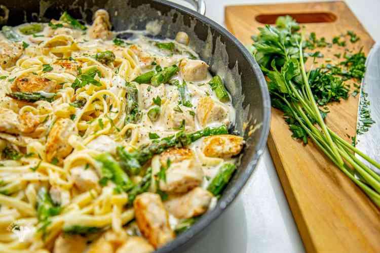 عشاء صحي وسهل -طريقة عمل مكرونة ألفريدو بالدجاج