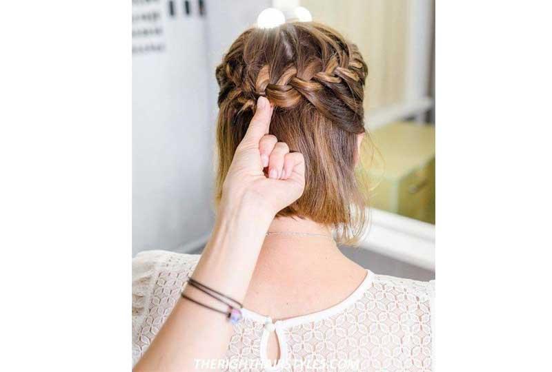 تسريحات شعر بسيطة تسريحة التاج بنصف ضفيرة