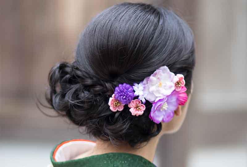 زهور على ربطة شعر واحدة
