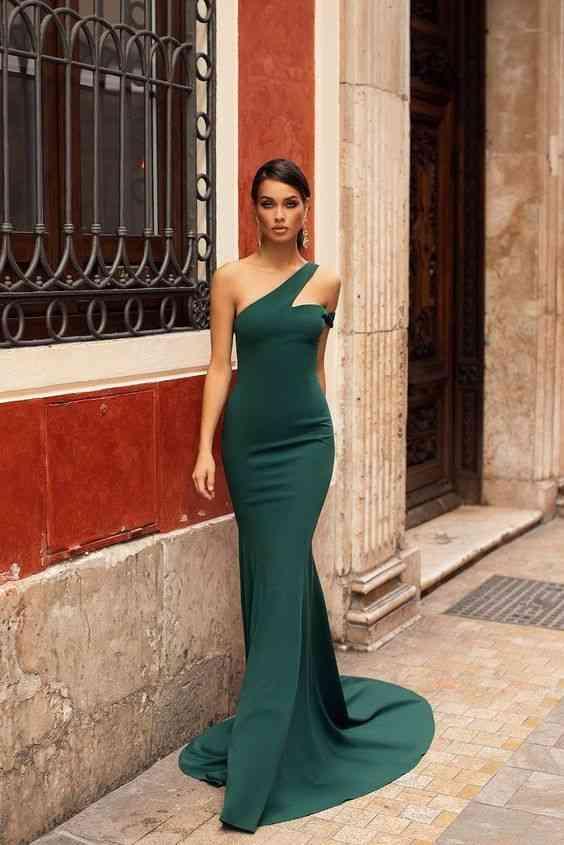 أنواع الفساتين فستان ميرميد طويل أخضر