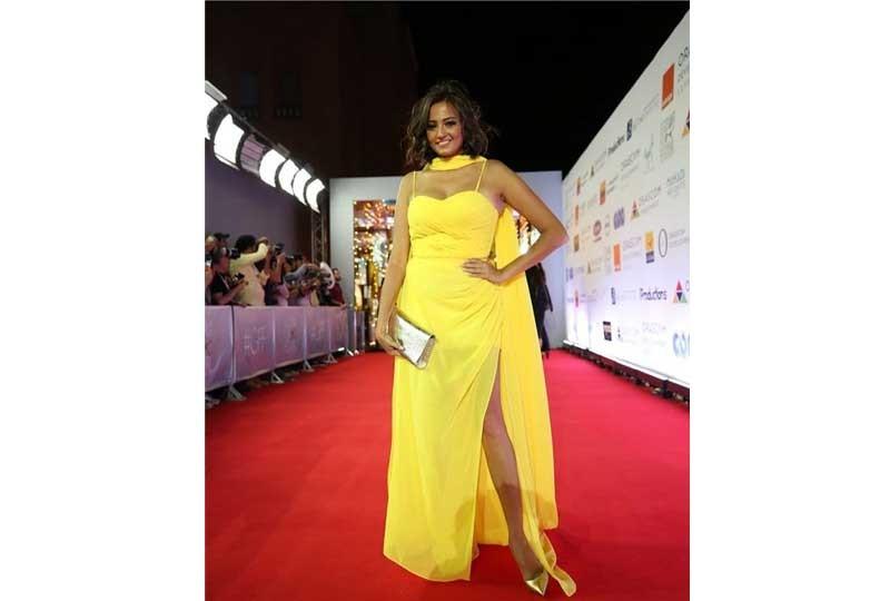فستان بشرى الأصفر في مهرجان الجونة