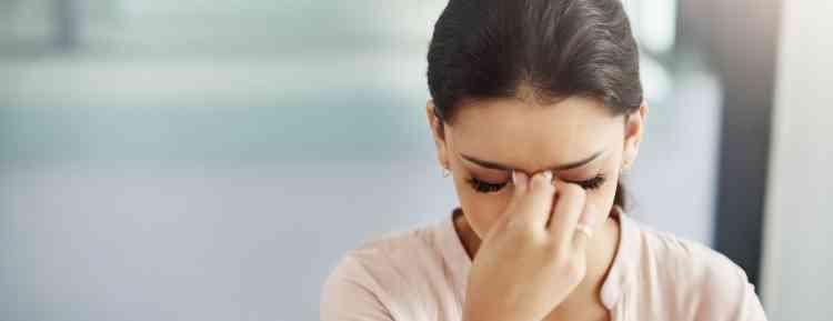 أسباب الصداع المستمر عند النساء