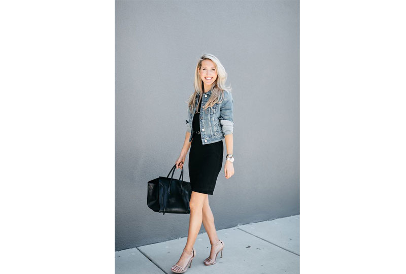 جاكيت جينز مع فستان قصير بلون واحد