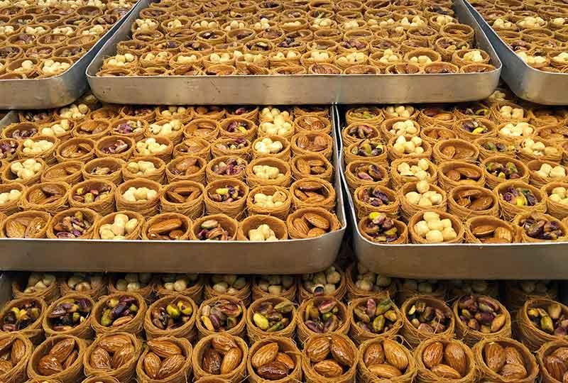 عمل الحلويات الشرقية
