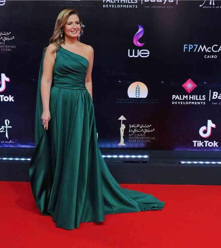فستان هنا شيحا في مهرجان القاهرة السينمائي 2019