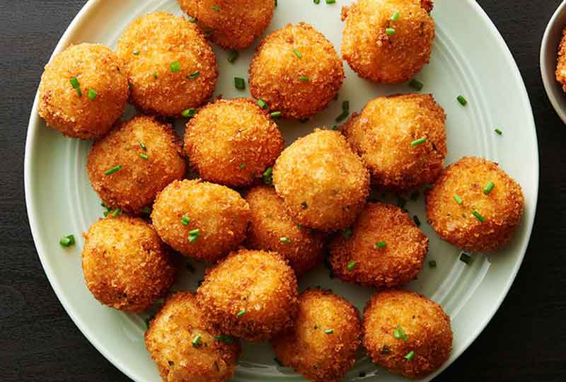 طريقة عمل المقبلات الساخنة كرات البطاطس بالجبن