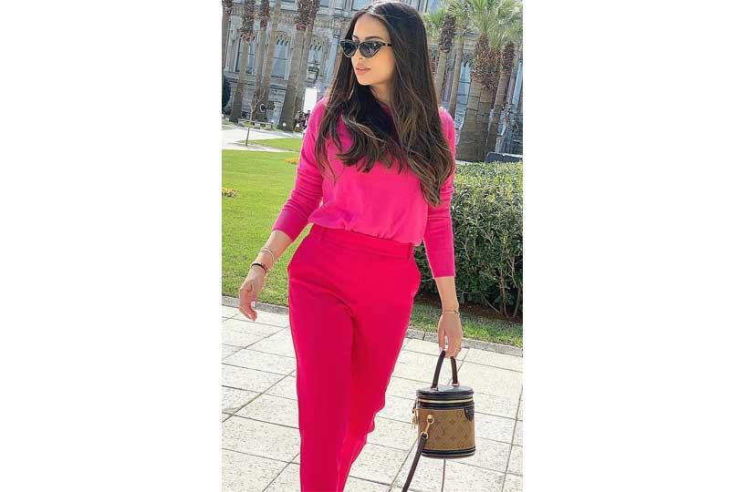 ملابس كاجوال للعيد إطلالة باللون الفوشيا