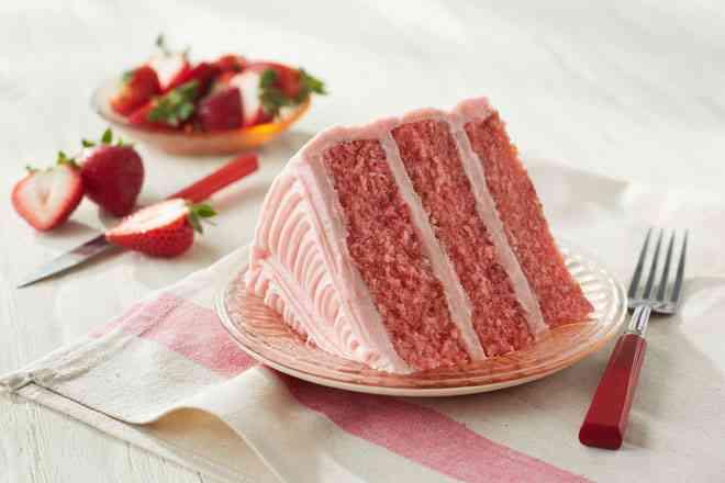 طريقة عمل الكيكة الاسفنجية بالفراولة